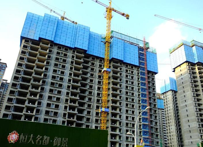 """YICHANG, CHINA - SEPTEMBER 14: The construction site of an Evergrande housing complex is pictured on September 14, 2021 in Yichang, Hubei Province, China.<span class=""""copyright"""">Liu Junfeng/VCG via Getty Images)</span>"""