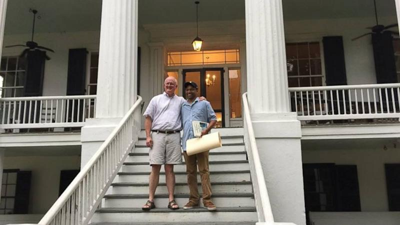 Slave Descendant Unites With Plantation Owner for Heartwarming Dinner 181 Years After Families Lived There