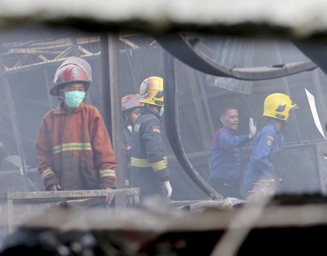 <p>Firefighters work at the site of an explosion at a firecracker factory in Tangerang, on the outskirt of Jakarta, Indonesia, Thursday, Oct. 26, 2017. (Photo: Tatan Syuflana/AP) </p>