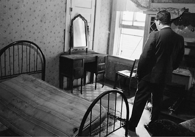 <p>A reporter stands in the room rented by the assassin James Earl Ray Jr. (Photo: AP) </p>