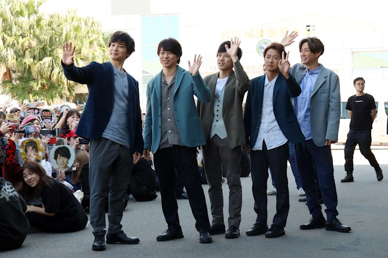 TAIPEI, CHINA - NOVEMBER 11: Singers Ohno Satoshi, Matsumoto Jun, Aiba Masaki, Ninomiya Kazunari and Sakurai Sho of Japanese band Arashi are seen at an airport on November 11, 2019 in Taipei, Taiwan of China. (Photo by VCG/VCG via Getty Images)