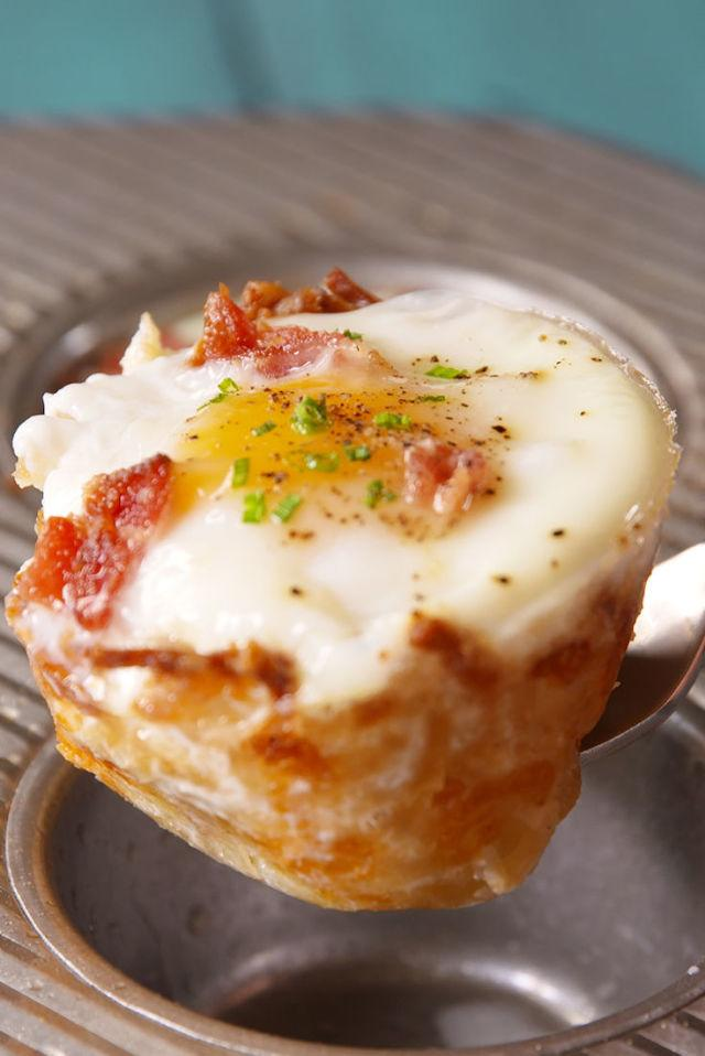 "<p>Break out the muffin tin for a full on-the-go, low-carb breakfast.</p><p>Get the recipe from <a rel=""nofollow"" href=""http://www.delish.com/cooking/recipe-ideas/recipes/a49446/hash-brown-muffin-tin-cups-recipe/"">Delish</a>.</p>"