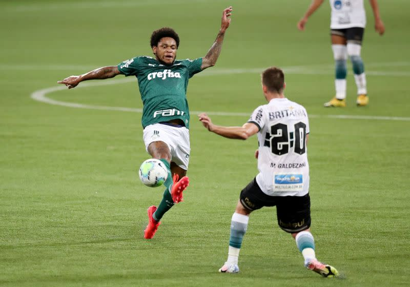 Robson double condemns Palmeiras to third straight defeat
