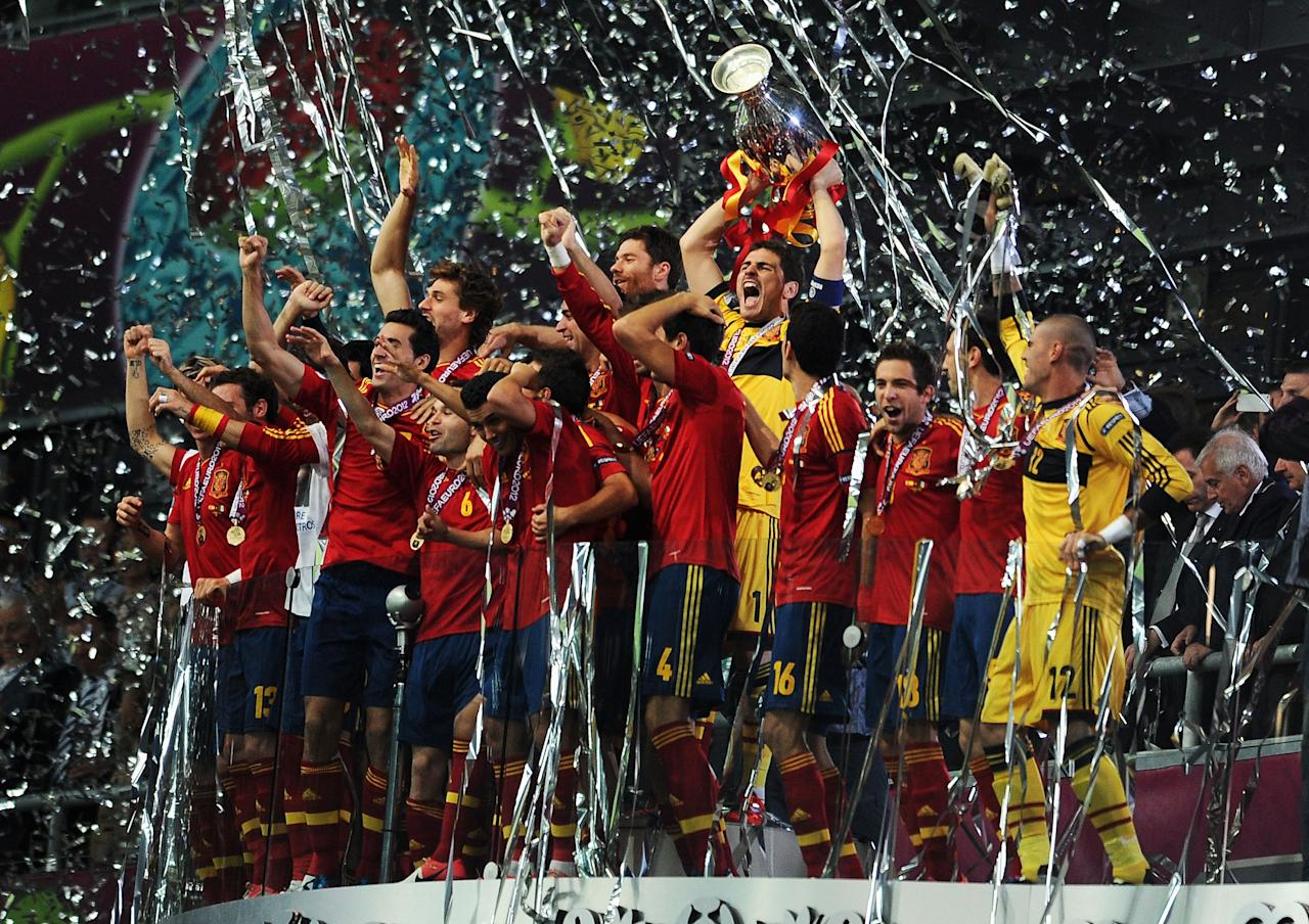KIEV, UKRAINE - JULY 01:  Iker Casillas (C) of Spain lifts the trophy as he celebrates following victory in the UEFA EURO 2012 final match between Spain and Italy at the Olympic Stadium on July 1, 2012 in Kiev, Ukraine.  (Photo by Jasper Juinen/Getty Images)