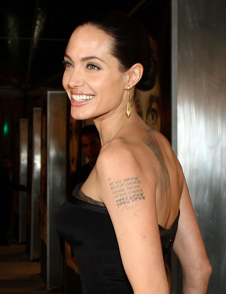 """<a href=""""http://movies.yahoo.com/movie/contributor/1800019275"""">Angelina Jolie</a> at the Los Angeles premiere of <a href=""""http://movies.yahoo.com/movie/1809785152/info"""">The Curious Case of Benjamin Button</a> - 12/08/2008"""