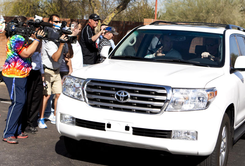 NFL quarterback Peyton Manning leaves with Arizona Cardinals head coach Ken Whisenhunt after meeting with coaches and front office staff at the team's football training facility, Sunday, March 11, 2012, in Tempe, Ariz. (AP Photo/The Arizona Republic, Cheryl Evans) MARICOPA COUNTY OUT; MAGS OUT; NO SALES