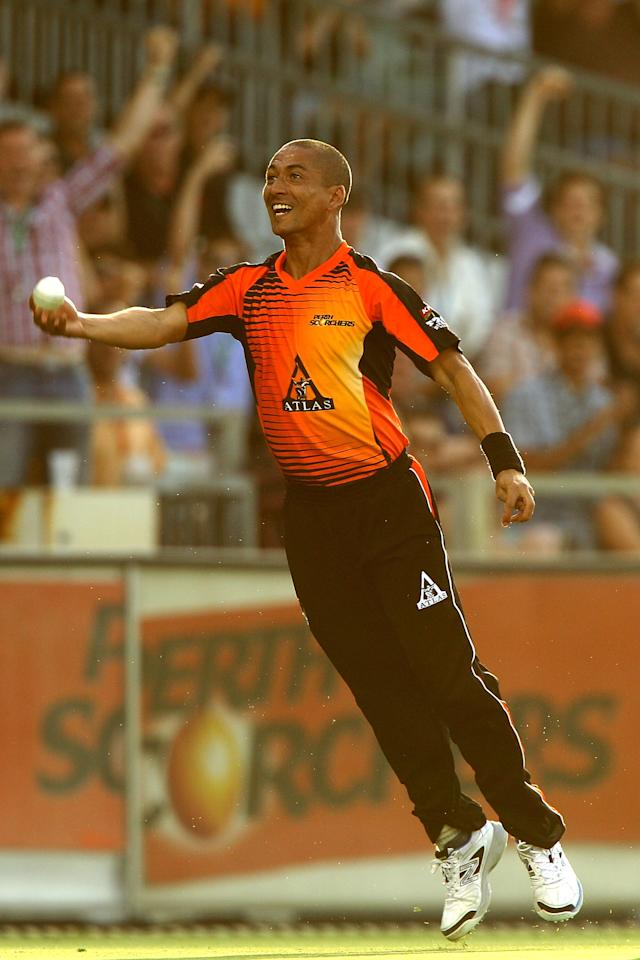 PERTH, AUSTRALIA - JANUARY 04: Alfonso Thomas of the Scorchers celebrates catching Ryan Carters of the Thunder during the Big Bash League match between the Perth Scorchers and the Sydney Thunder at WACA on January 4, 2013 in Perth, Australia.  (Photo by Paul Kane/Getty Images)