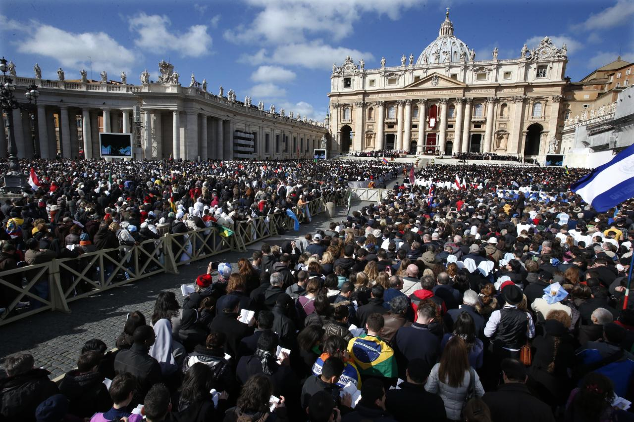 Crowds gather in St. Peter's Square for the inauguration Mass for Pope Francis at the Vatican, Tuesday, March 19, 2013. (AP Photo/Michael Sohn)