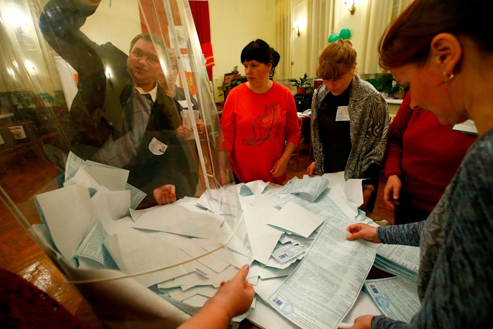 Members of a local election commission empty a ballot box before starting to count votes during the presidential election at a polling station in a settlement in Smolensk Region, Russia March 18, 2018. (Photo: Vasily Fedosenko / Reuters)