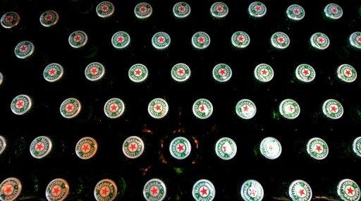 Dutch beer giant Heineken on Friday gave Singapore food and beverage group Fraser and Neave (F&N) one more week to consider its $4.1 billion takeover offer for Asia Pacific Breweries (APB)