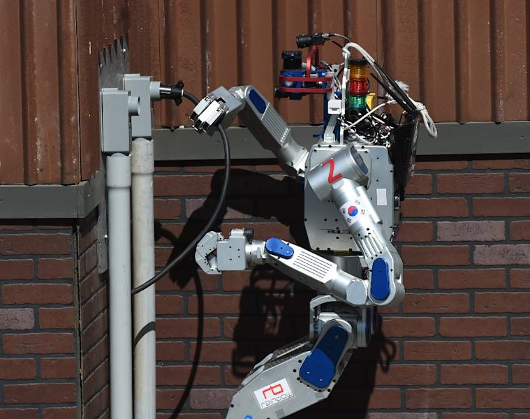 The humanoid robot 'DRC-Hubo' developed by Team KAIST from South Korea completes a task before winning the finals of the DARPA Robotics Challenge at the Fairplex complex in Pomona, California on June 6, 2015 (AFP Photo/Mark Ralston)