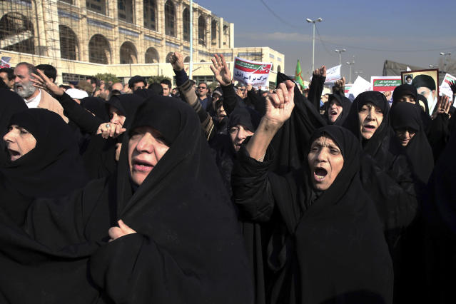 <p>Iranian protesters chant slogans at a rally in Tehran, Iran, Saturday, Dec. 30, 2017. (Photo: Ebrahim Noroozi/AP) </p>