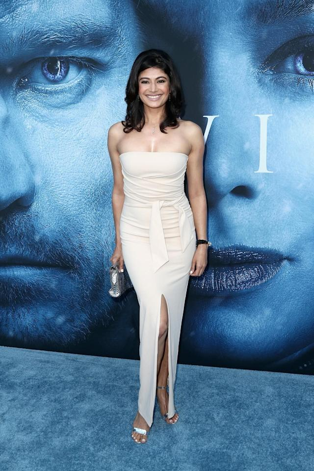 <p>The Bollywood star chose a strapless cream gown. (Photo: Getty Images) </p>