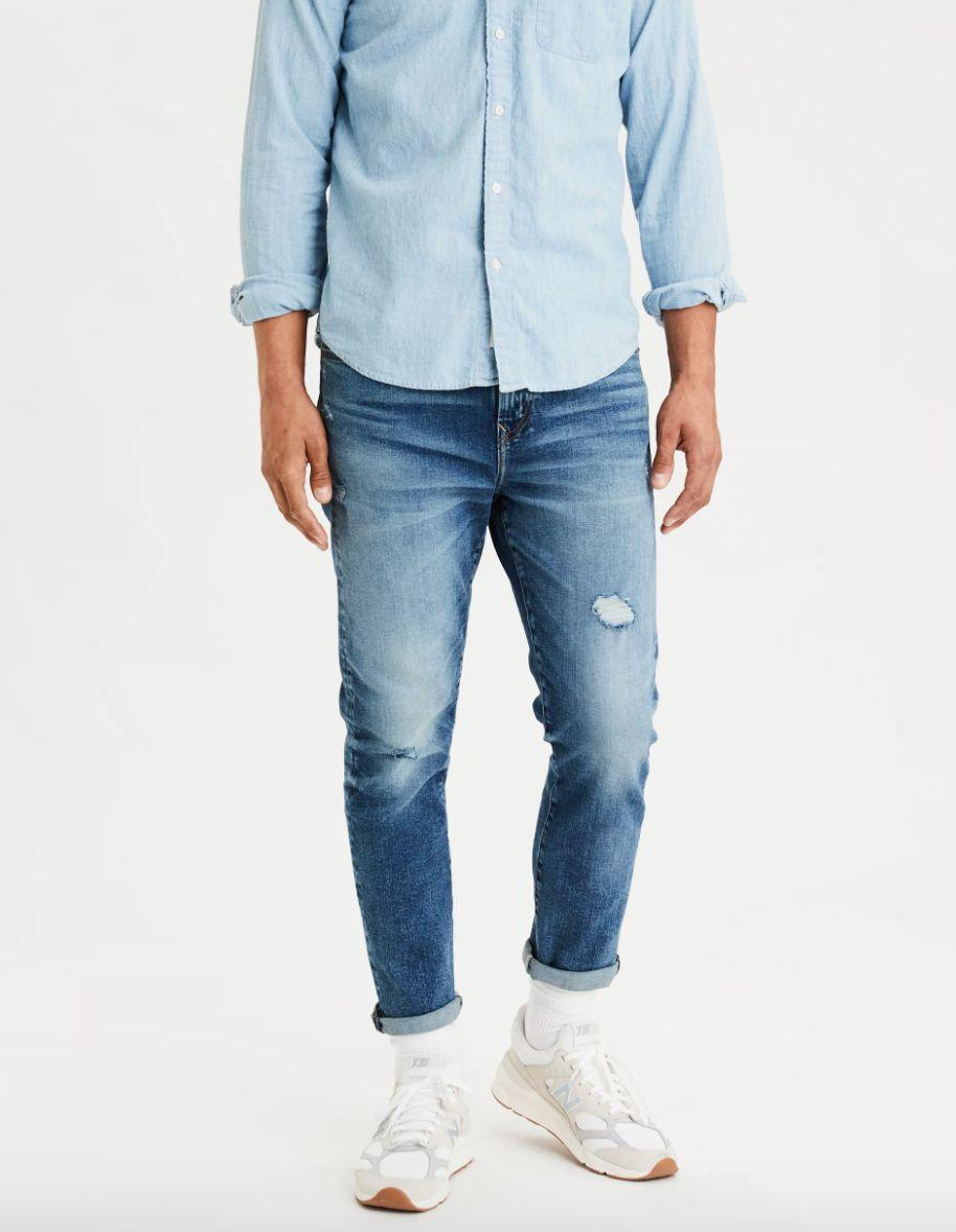 """If you're feeling the '90s nostalgia trend, these dad jeans will be right up your alley. The jeans have a high stretch level to keep the pair's shape. <strong><a href=""""https://fave.co/2tMm0XI"""" target=""""_blank"""" rel=""""noopener noreferrer"""">Find this pair at American Eagle</a></strong>."""