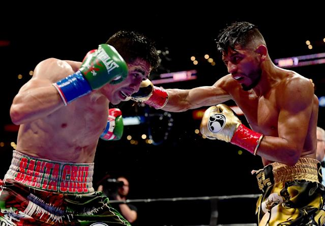 Abner Mares (R) dropped a majority decision to Leo Santa Cruz on Aug. 29, 2015, in Los Angeles. (Getty Images)
