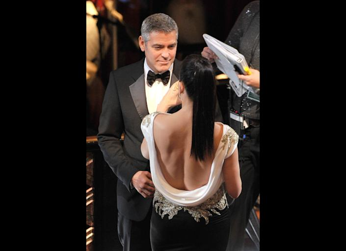 HOLLYWOOD, CA - FEBRUARY 26: Actor George Clooney (L) and actress Sandra Bullockonstage during the 84th Annual Academy Awards held at the Hollywood & Highland Center on February 26, 2012 in Hollywood, California. (Photo by Kevin Winter/Getty Images)