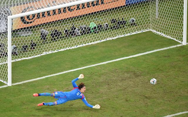 Mexico's goalkeeper Guillermo Ochoa dives to stop the ball during their 2014 World Cup Group A soccer match against Brazil at the Castelao arena in Fortaleza June 17, 2014. REUTERS/Francois Xavier Marit/Pool (BRAZIL - Tags: SOCCER SPORT WORLD CUP)