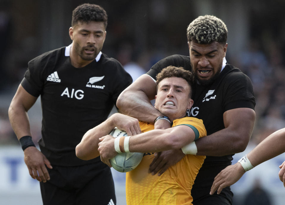New Zealand's Hoskins Sotutu, right, tackles Australia's Tom Banks during the second Bledisloe Rugby test between the All Blacks and the Wallabies at Eden Park in Auckland, New Zealand, Sunday, Oct. 18, 2020. (AP Photo/Mark Baker)
