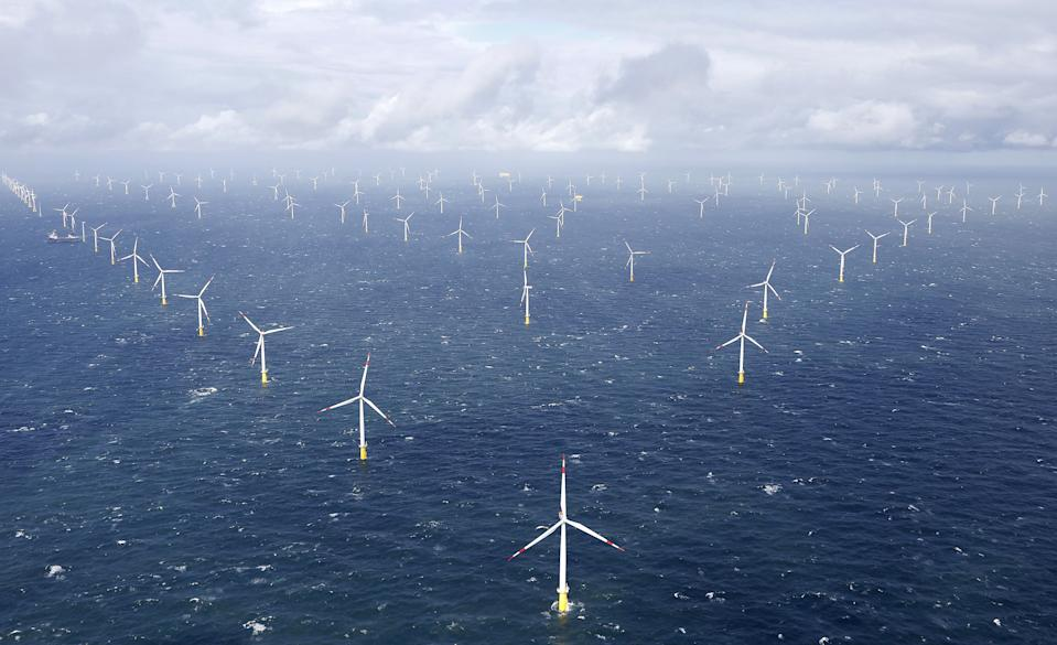 Power-generating windmill turbines are pictured at the 'Amrumbank West' offshore windpark in the northern sea near the island of Amrum, Germany September 4, 2015. REUTERS/Morris Mac Matzen      TPX IMAGES OF THE DAY