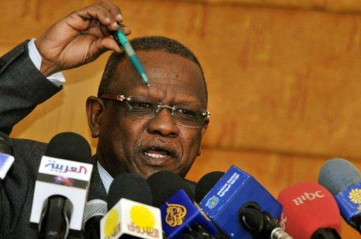 The chief of Sudan's powerful intelligence service, Mohammed Atta, briefs the media on the tense situation between north and south Sudan with border clashes threatening a recent rapprochement, during a new conference in Khartoum