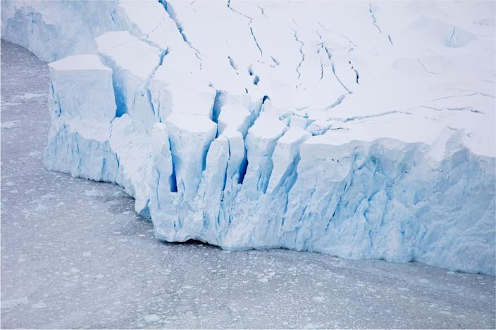 Ice shelves can stretch underwater for hundreds of meters