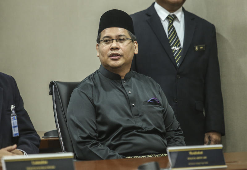 Hafez, a first-term MP, won the seat by 852 votes on a Barisan Nasional ticket, polling 12,038 against his closest challenger Noor Hayaty who obtained 11,186 votes. — Picture by Firdaus Latif