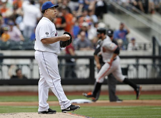 New York Mets starting pitcher Bartolo Colon (40) looks toward the outfield as San Francisco Giants' Brandon Belt trots past him after Belt hit a fourth-inning, solo home run off Colon in a baseball game in New York, Sunday, Aug. 3, 2014. (AP Photo/Kathy Willens)