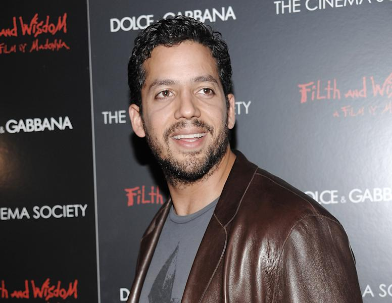 """FILE - This Oct. 13, 2008 file photo shows David Blaine attending a Cinema Society and Dolce Gabbana hosted special screening of """"Filth and Wisdom"""" in New York. Blaine is returning to New York City Oct. 5-8 for a three day, three night stunt called """"Electrified: One Million Volts Always On."""" The stunt will be open to the public where they can type messages to Blaine, control the electricity around him and basically help keep the magician alert. It will also be streamed on YouTube thanks to computing company Intel, with viewing stations in London, Beijing, Tokyo and Sydney. (AP Photo/Evan Agostini, file)"""