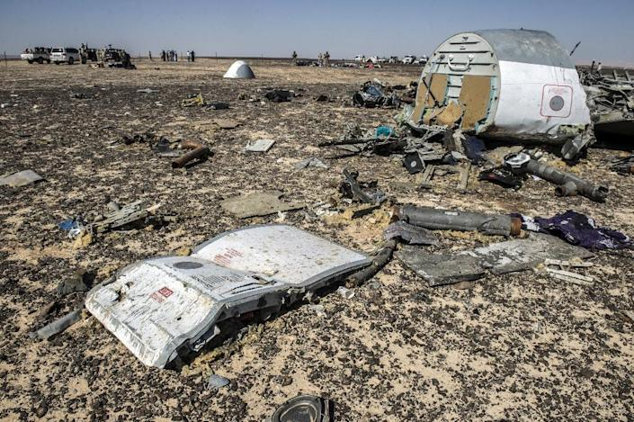 Debris from the A321 Russian Metrojet airliner at the site of the crash in Wadi el-Zolmat, a mountainous area in Egypt's Sinai Peninsula, pictured on November 1, 2015 (AFP Photo/Khaled Desouki)