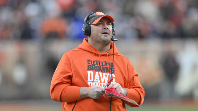 A Sunday report says the Cleveland Browns will stick with head coach Freddie Kitchens in 2020. (AP/David Richard)