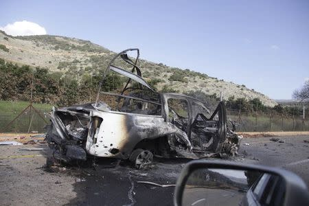 A burnt vehicle is seen near the village of Ghajar on Israel's border with Lebanon January 28, 2015.  REUTERS/Maruf Khatib
