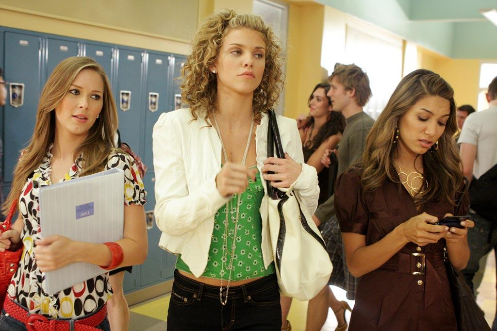"""West Bev's resident queen bee, Naomi (<a href=""""/annalynne-mccord/contributor/2204399"""">AnnaLynne McCord</a>), struts through the halls with her entourage."""