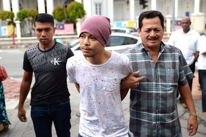 Namewee to walk after court denies remand extension (VIDEO)