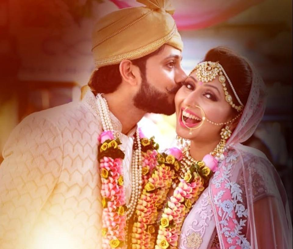 Known for her role in <em>Tarak Mehta Ka Oolta Chashma, </em>Tanaya tied the knot with boyfriend, Suraj on 5th April, 2019, right after which, she broke all stereotypes and danced her heart out at a random bar. She also ditched red for the big day, opted for a breathtaking pastel <em>lehenga-choli</em>. Look at that smile, now that's what a happy bride looks like.