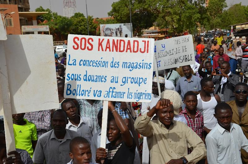 Thousands take part in a demonstration on June 6, 2015 in Niamey against President Mahamadou Issoufou's regime