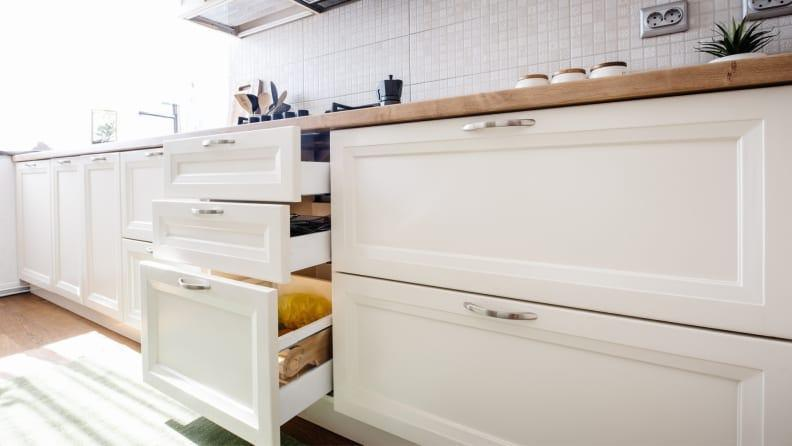 With low, horizontal cabinets everything you need is at the tip of your fingers.