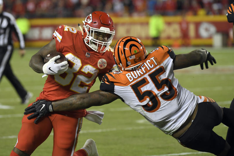 Did Vontaze Burfict Try To Twist Spencer Ware S Ankle