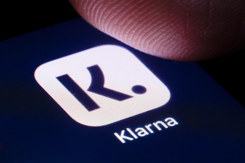 BERLIN, GERMANY - APRIL 22: The logo of Swedish payment provider Klarna is shown on the display of a smartphone on April 22, 2020 in Berlin, Germany. (Photo by Thomas Trutschel/Photothek via Getty Images)