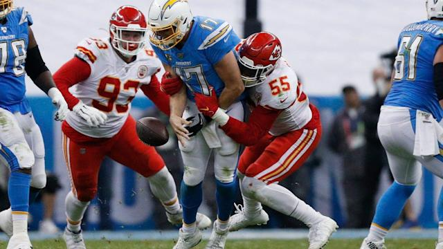 Monday's NFL: Chiefs hold off Chargers' late push in Mexico