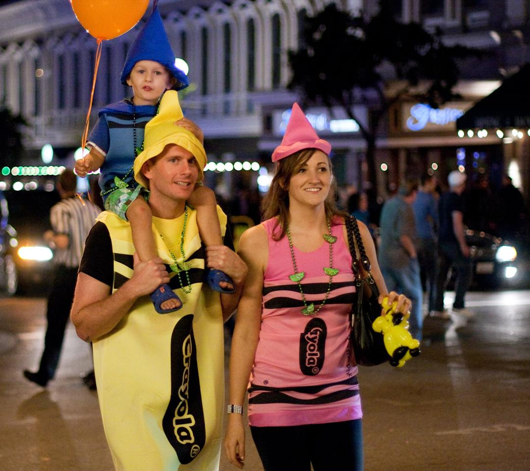 <p>This creative costume works no matter how many people are in your family. </p>