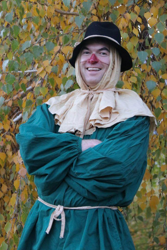 """<p>This is another take on the Wizard of Oz, and it's just as fun! </p><p><strong>Get the tutorial at <a href=""""https://yesyoucancostumes.com/2018/03/31/family-wizard-of-oz-costumes-diy-scarecrow/"""" rel=""""nofollow noopener"""" target=""""_blank"""" data-ylk=""""slk:Yes You Can Costumes"""" class=""""link rapid-noclick-resp"""">Yes You Can Costumes</a>.</strong> </p><p><a class=""""link rapid-noclick-resp"""" href=""""https://go.redirectingat.com?id=74968X1596630&url=https%3A%2F%2Fwww.walmart.com%2Fip%2FPinkleaf-Washable-Face-Paint-Crayon-Kits-for-Kids-Parties-Festivals-July-4th-Halloween-2-x-6pc-Mini-Body-Painting-Marker-Sets%2F555433470&sref=https%3A%2F%2Fwww.countryliving.com%2Fdiy-crafts%2Fg28190286%2Fdiy-scarecrow-costume%2F"""" rel=""""nofollow noopener"""" target=""""_blank"""" data-ylk=""""slk:SHOP FACE PAINT CRAYON KITS"""">SHOP FACE PAINT CRAYON KITS</a></p>"""