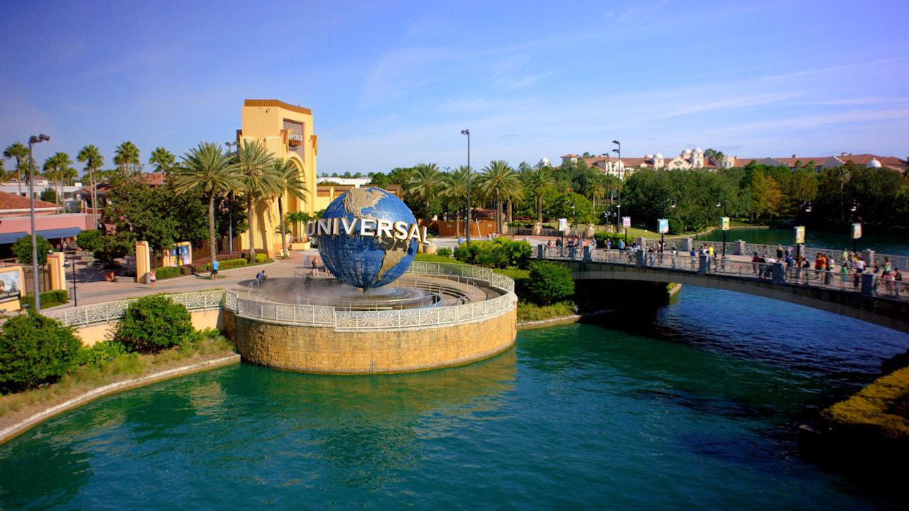 Universal Orlando Resort extends closure to mid-April, other theme parks likely to follow thumbnail