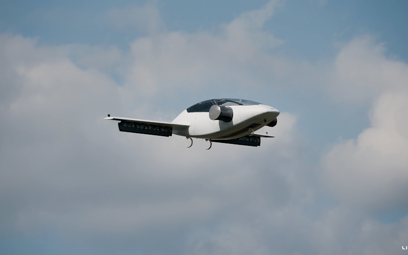 The Lilium jet on its test flight - Credit: Lilium