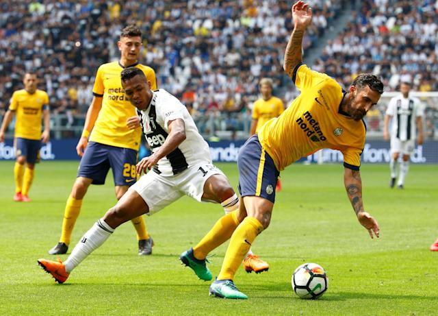 Soccer Football - Serie A - Juventus vs Hellas Verona - Allianz Stadium, Turin, Italy - May 19, 2018 Juventus' Alex Sandro in action with Hellas Verona's Antonio Caracciolo REUTERS/Stefano Rellandini