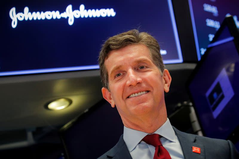 J&J CEO spurns U.S. congressional hearing on carcinogens in talc products