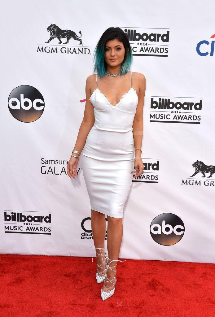 <p>The author wore a white dress to the 2014 Billboard Music Award.</p>