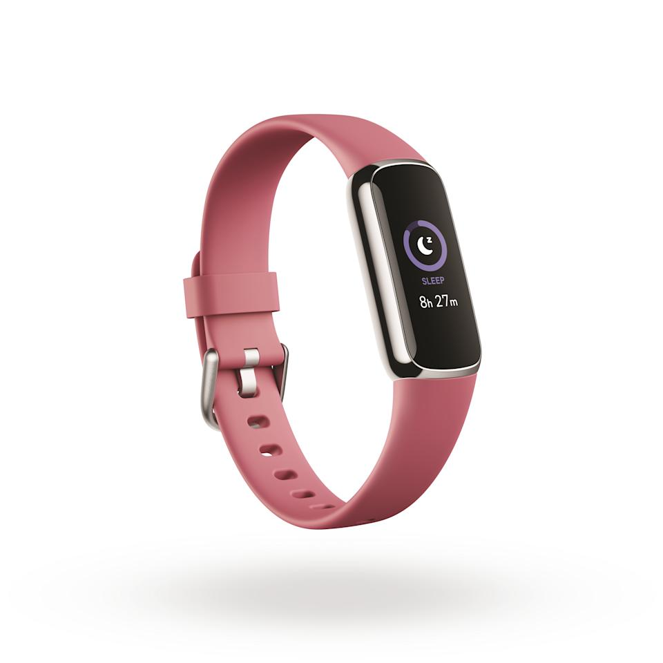 <p>Product render of Fitbit Luxe, 3QTR view, in Orchid and Platinum.</p>