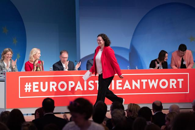 HYJ00. Berlin (Germany), 23/03/2019.- Social Democratic Party (SPD) chairwoman and faction chair in the German parliament Bundestag Andrea Nahles walks on the stage during the Party Convention for the European election campaign at the BCC - Berlin Congress Center in Berlin, Germany, 23 March 2019. The main topic of the party convention is the SPD elections program for the European elections on 26 May. (Elecciones, Alemania) EFE/EPA/HAYOUNG JEON