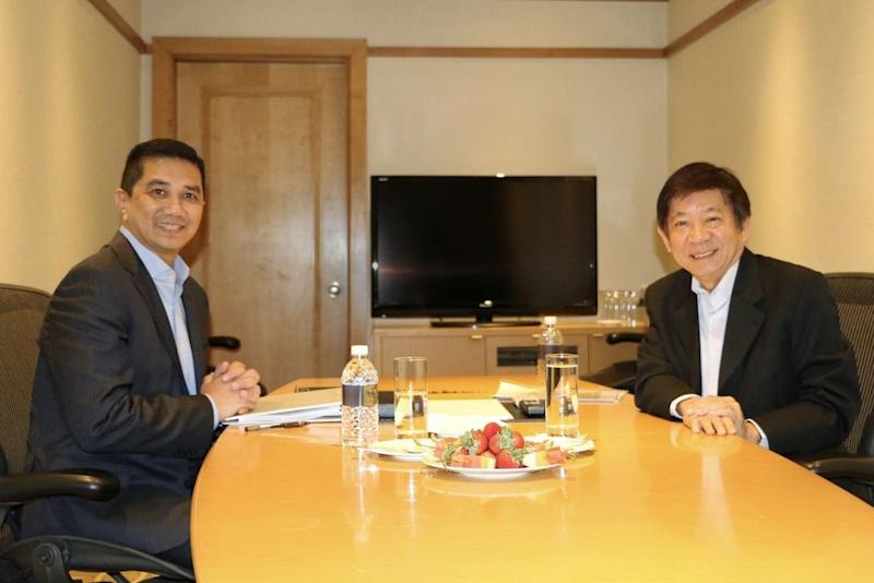 Malaysia's Economic Affairs Minister Datuk Seri Mohamed Azmin Ali having discussions with Singapore Minister for Transport Khaw Boon Wan in Singapore on High Speed Rail (HSR) projects, August 30, 2018. — Bernama pic