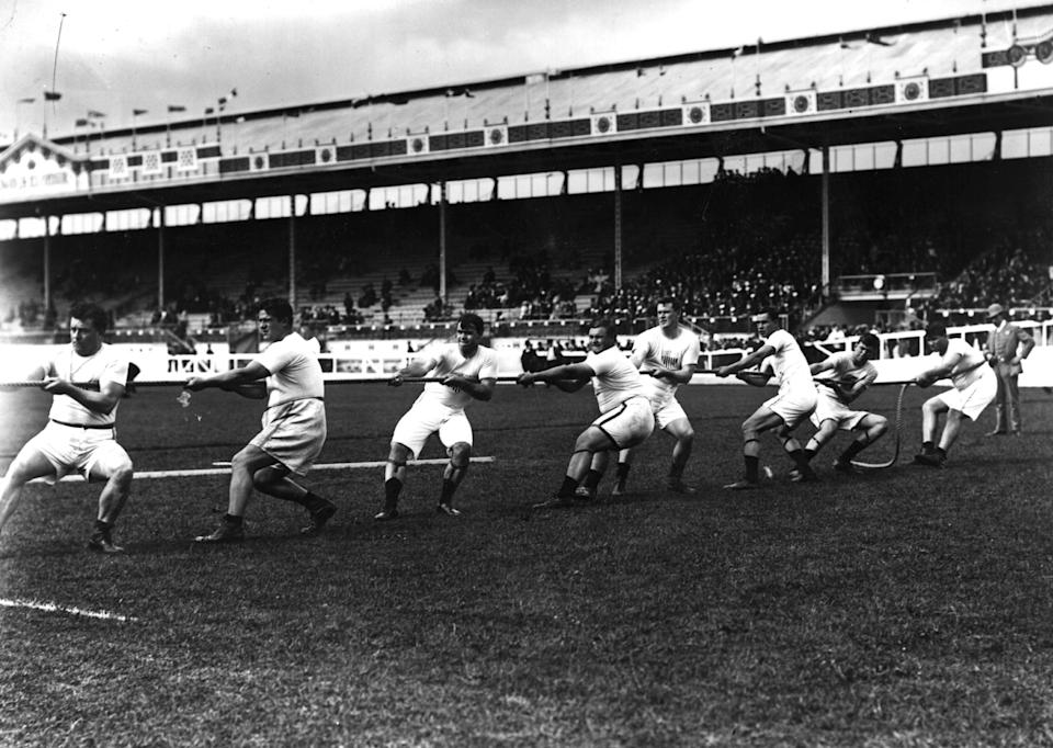 July 1908: The Unites States tug-of-war team in action during the 1908 London Olympics at White City Stadium. (Getty Images)